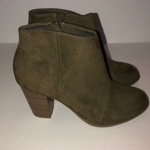 Old Navy Womens Sueded Side Zip Ankle Boots Size 8